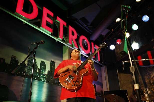 Read more about the article New Detroit residents, workers speed downtown revival